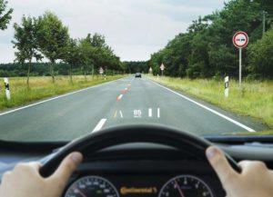 Інновація Continental: підказки для водія на вітровому склі
