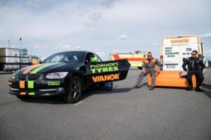 Новый мировой рекорд с Nokian Tyres и Vianor: автомобиль на двух колесах развил скорость 186,269 км/ч