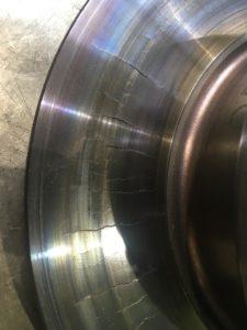 Випробування TMD Friction: невідповідність гальмівних колодок диску призводить до тріщин і зносу