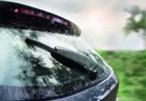 Bosch про важливість вчасної заміни заднього склоочисника
