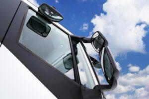 Як дзеркала заднього виду впливають на безпеку під час водіння: поради від febi