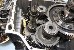 Чи можна залити моторну оливу в коробку передач?